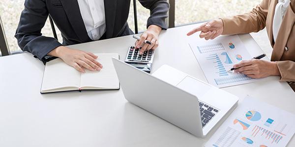 خدمات تقييم الأصول المتعلقة بالسندات أو الصكوك