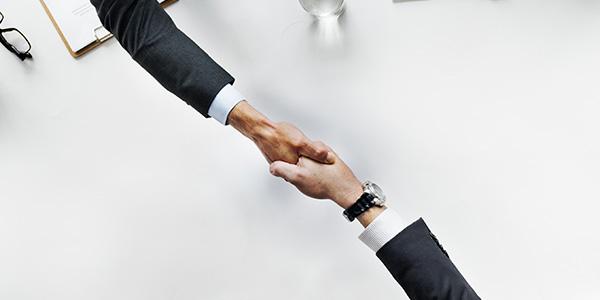 خدمات تقارير عن صفقات مع أطراف ذات علاقة